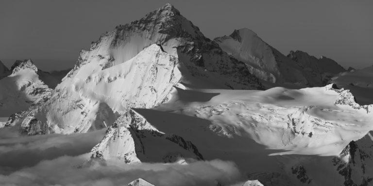 Panorama de montagne dans les Alpes Valaisannes en noir et blanc - Crans Montana - Val d'Hérens
