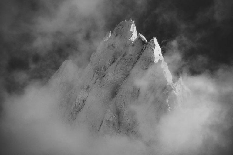 Photo de sommet de montagne - Aiguille de Blaitière - noir et blanc