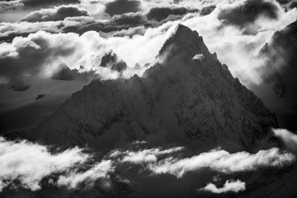 montagne chamonix noir et blanc - Aiguille du Chardonnet dans le massif du Mont Blanc en noir et blanc
