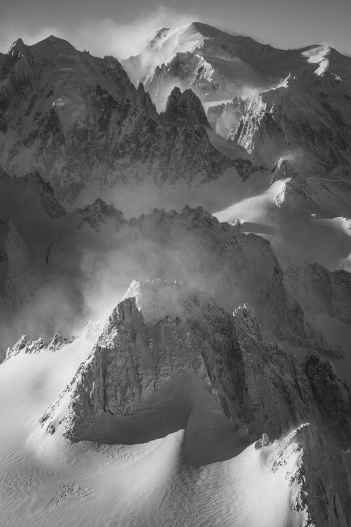 Aiguille du Tour - Vue aérienne noir et blanc du mont blanc et l'Aiguille du Midi