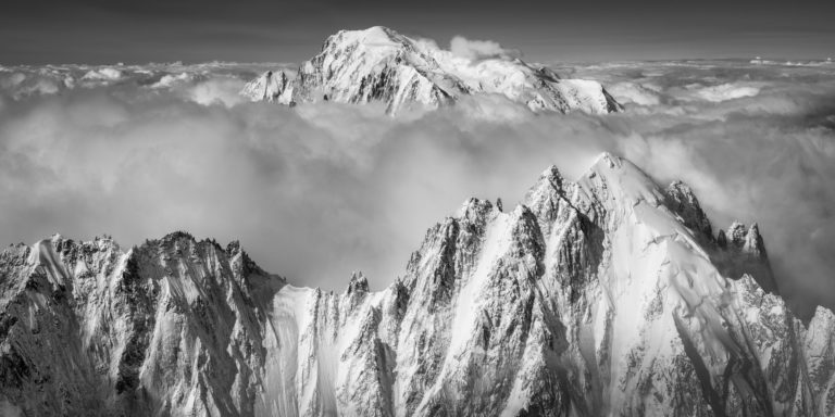 Aiguille Verte et Mont-Blanc - Chamonix panoramic mont blanc - Voie normal en noir et blanc