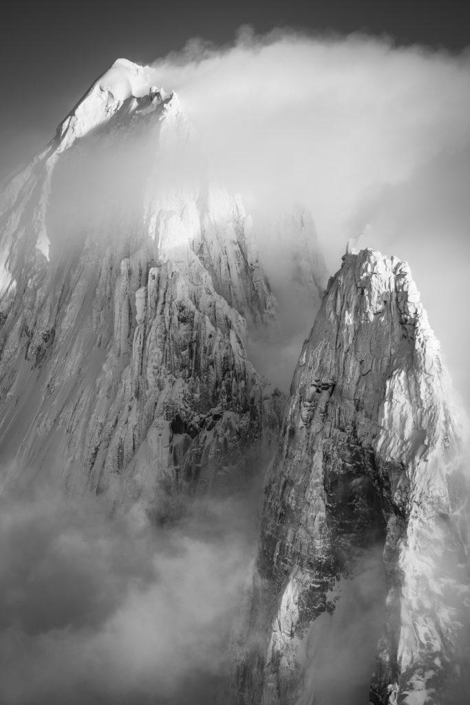 photo montagne noir et blanc chamonix