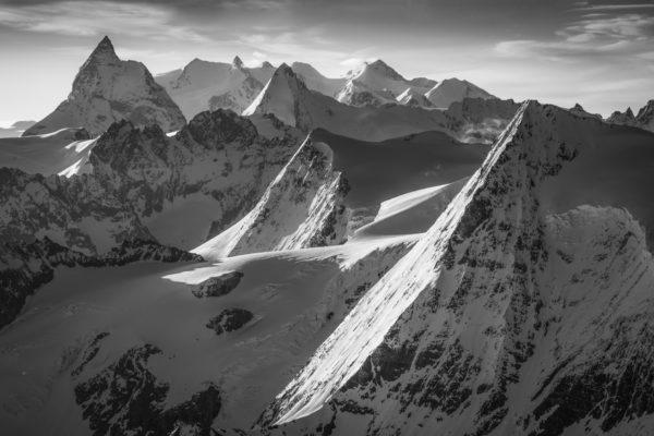 Belle photo de montagne - Panorama de montagne dans les Alpes valaisannes dans les environs du Verbier - photo de montagne noir et blanc - paysage de montagne - tableau photo montagne suisse