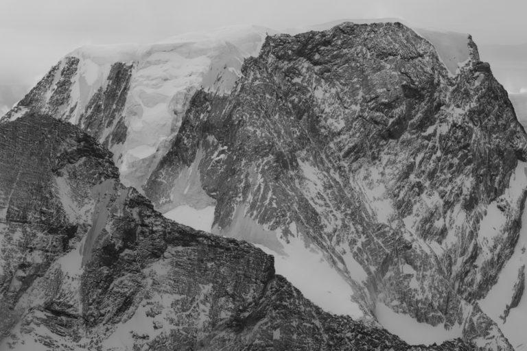 Alphubel - Photo des montagnes et des Glaciers des Alpes de Zermatt, Crans Montana et Saas fee noir et blanc