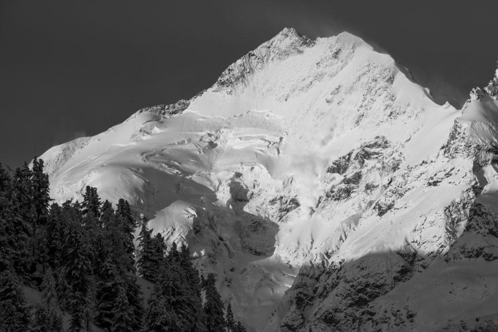 Avalanche Alpes Bernina - Photo noir et blanc vallée EngadineAlpes Suisses
