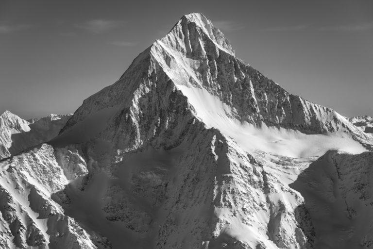 Bietschhorn - Sommet de montagne Suisse en noir et blanc dans les Alpes Bernoises - Canton du Valais Loetschental-