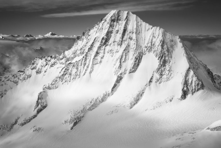 Photo noir et blanc des Alpes Bernoises - Bietschorn sommets des ALpes enneigés