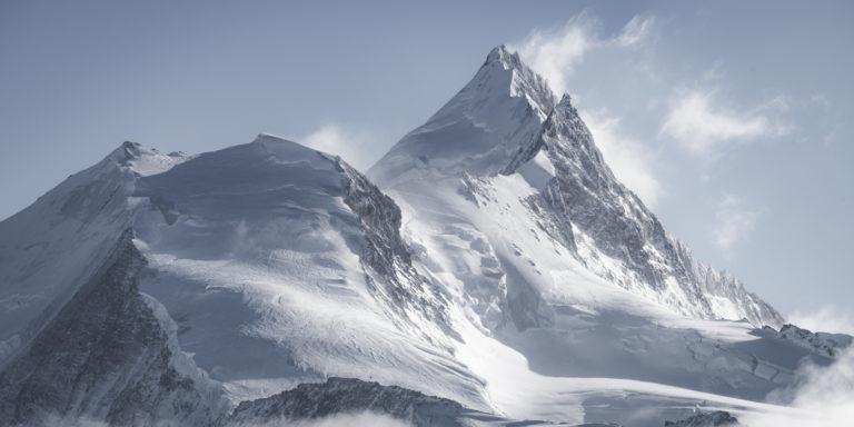Prise de vue panoramique des montagnes enneigées de St Luc du Bishorn et du Weisshorn - Arête Nord du Weisshoen - Grand Gendarme