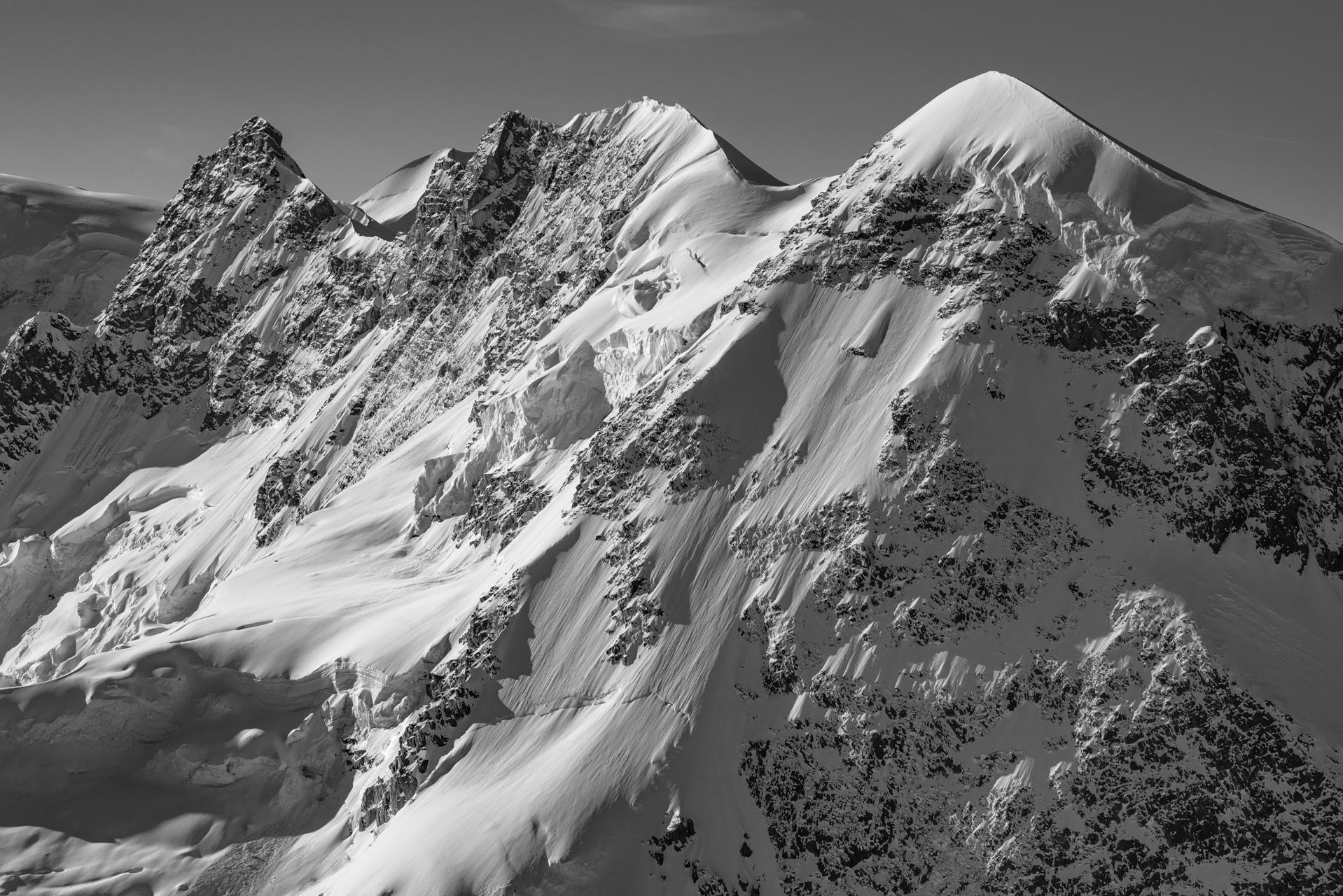 Breithorn - Zermatt - Image montagne neige noir et blanc d'un glacier des alpes