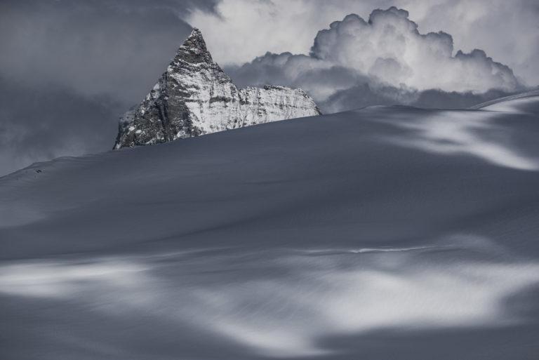 Mont Cervin de la dent d'hérens - Image de montagne sous la neige