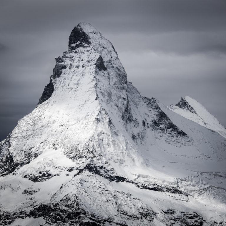 Mont Cervin et Dent d'Hérens - Pic d'un sommet de montagne dans les Alpes Valaisannes de Suisse