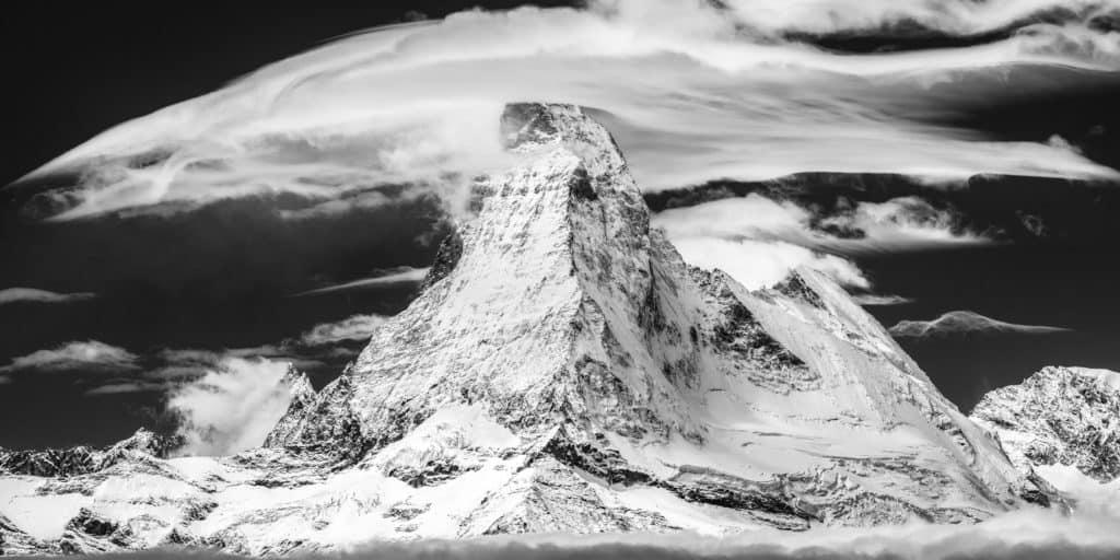 Panorama de montagne noir et blanc du mont Cervin à encadrer en déco d'intérieure