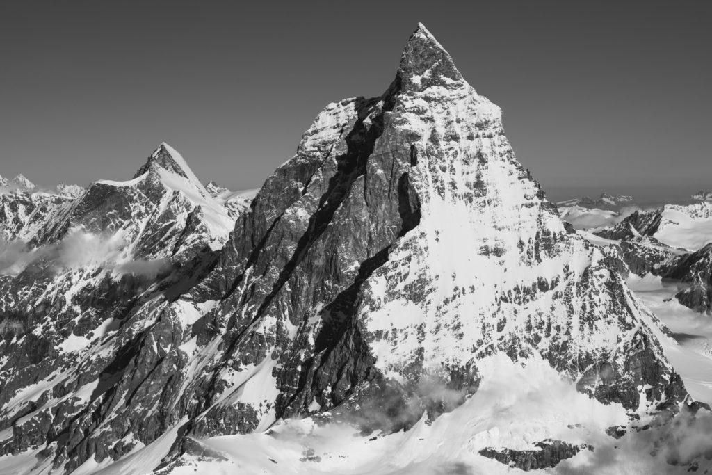 Image montagne neige du Mont Cervin Zermatt en noir et blanc - Arête du Hornli