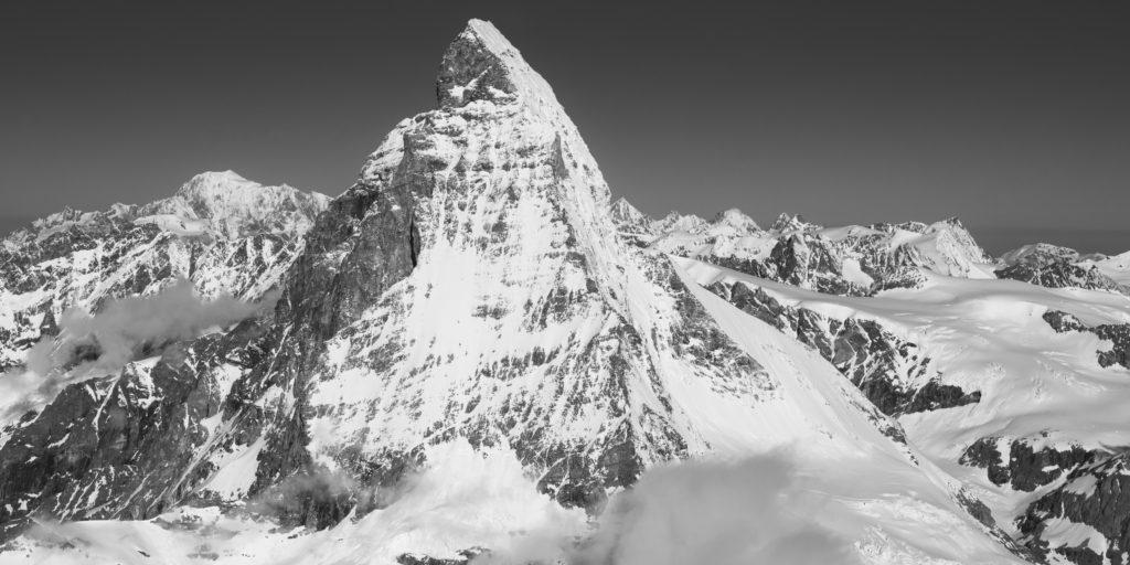 Cadre panoramique mont blanc et Mont Cervin - Montagnes rocheuse Des alpes de Suisse dans le Valais