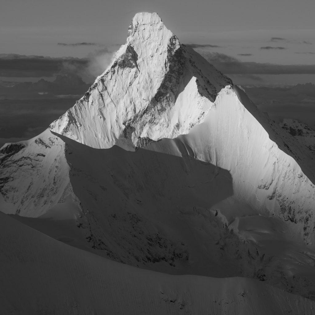 Ombre de montagne noir et blanc - Photo carré Cervin - Obergagelhorn -