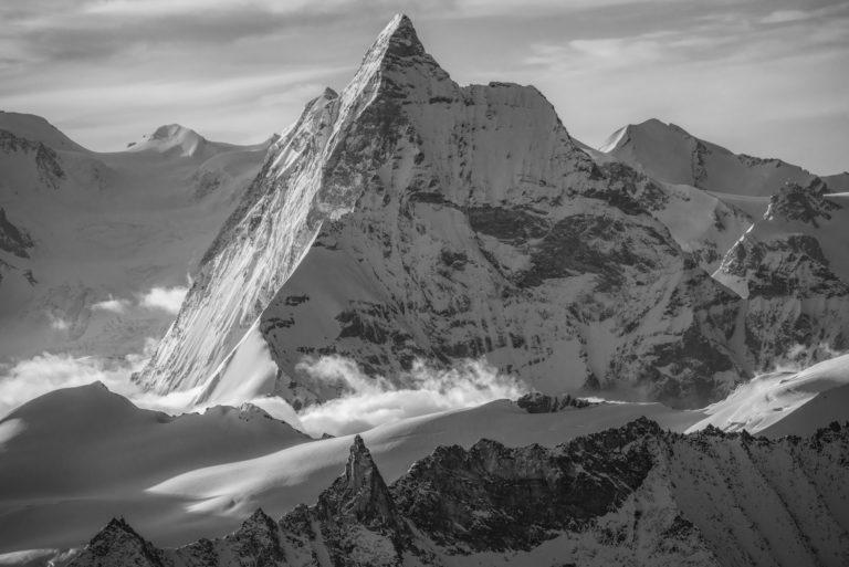Tableau photo noir et blanc de montagne en neige dans les Alpes Valaisannes et Crans Montana