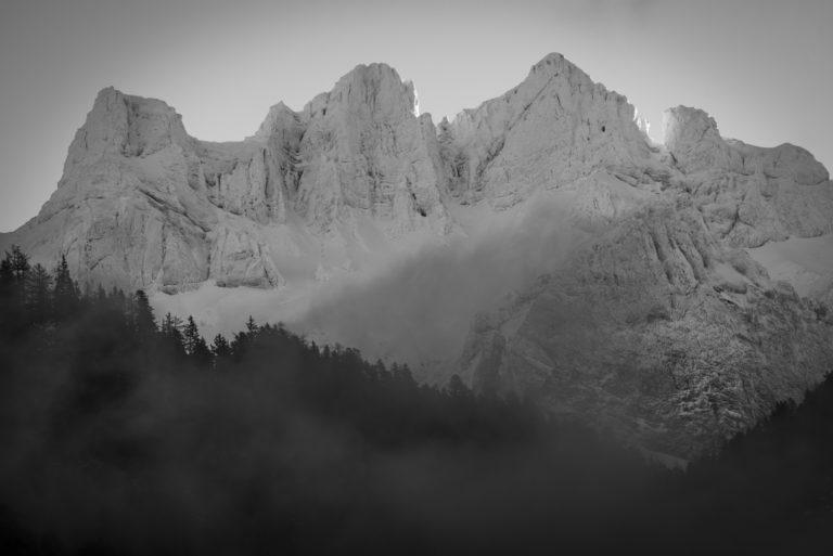 Photo montagne Bernoise Suisse en noir et blanc