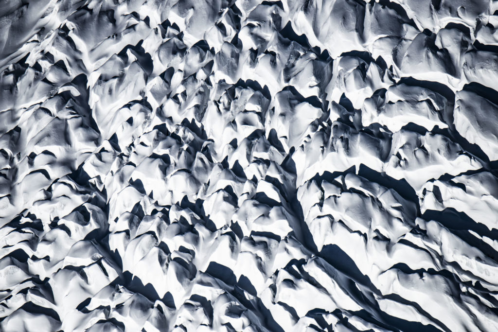 Glaciers des Alpes - photo montagne neige et crevasses noir et blanc