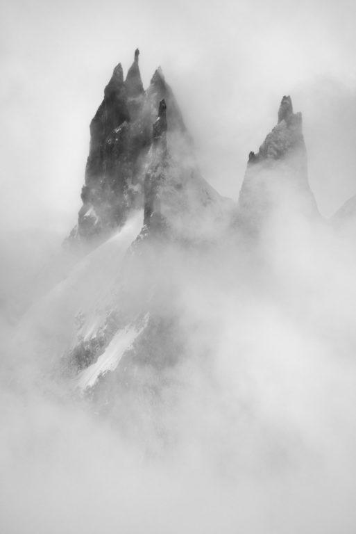 Photo massif Mont Blanc - Image montagne dans les nuages - Dames Anglaises