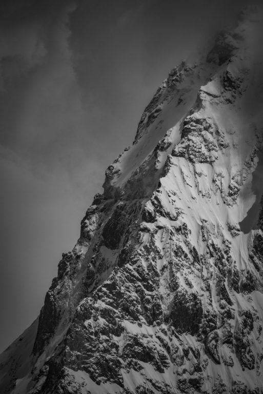 La Dent blanche montagnes des Alpes Suisses- Val d'Hérens