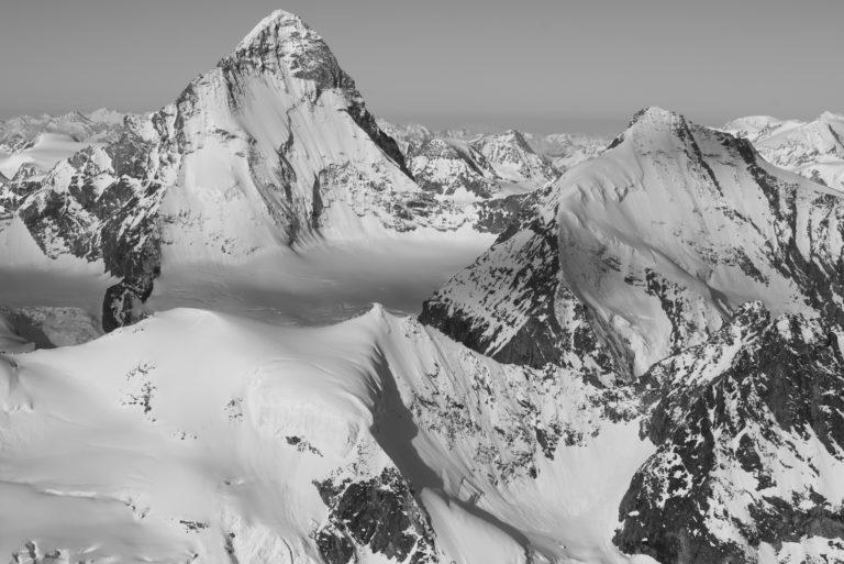 Neige et montagnes rocheuses de Suisse en noir et blanc - Dent Blanche - Crans Montana- Val d'Anniviers