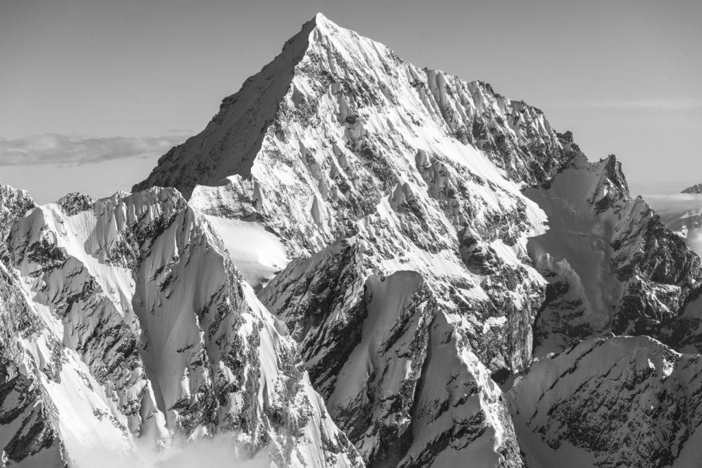 Dent Blanche Zermatt - Sommet de montagne en noir et blanc dans les Alpes Valaisannes et Engadine en Suisse