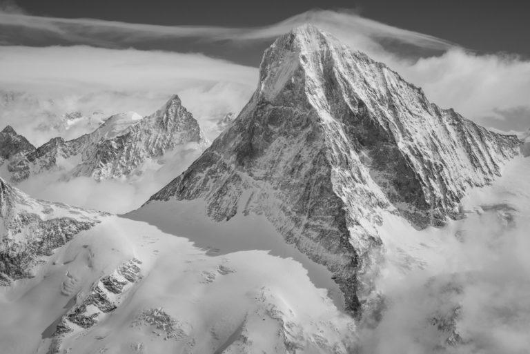 Dent Blanche noir et blanc - Image de paysage montagne en noir et blanc - Météo montagne Obergabelhorn