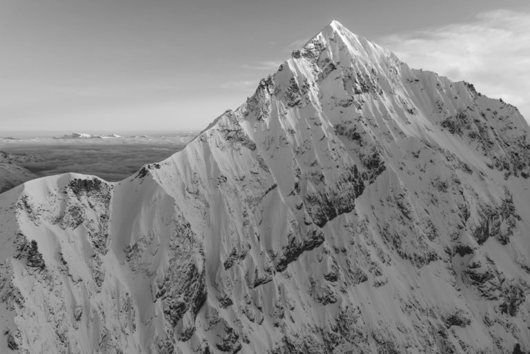 Photo montagne noir et blanc après une tempete sur la Dent Blanche depuis Zermatt
