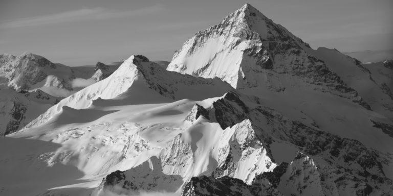 Panorama montagne du sommet enneigé de la Dent Blanche sous le soleil - Grand Cornier - l'arête Tsa de l'Ano - Pointes de Mourtis - Pointe de Bricola