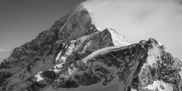 Dent Blanche Voie Normale - Sommet montagne et massif montagneux en noir et blanc