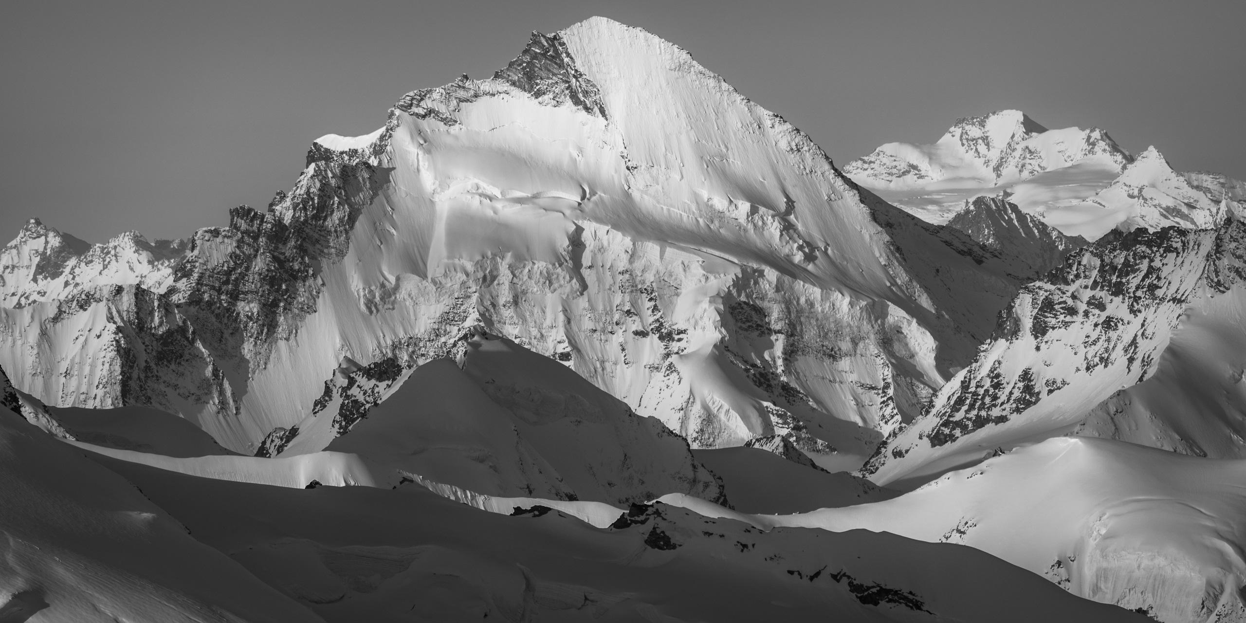 Dent D'Hérens - Mont Durand - Image de sommet de montagne enneigée dans les Alpes Suisse en hiver