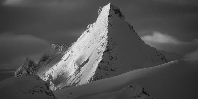 Image neige montagne noir et blanc - Panorama des Alpes - Soleil de l'Aube et du crépuscule sur Dent D'Hérens