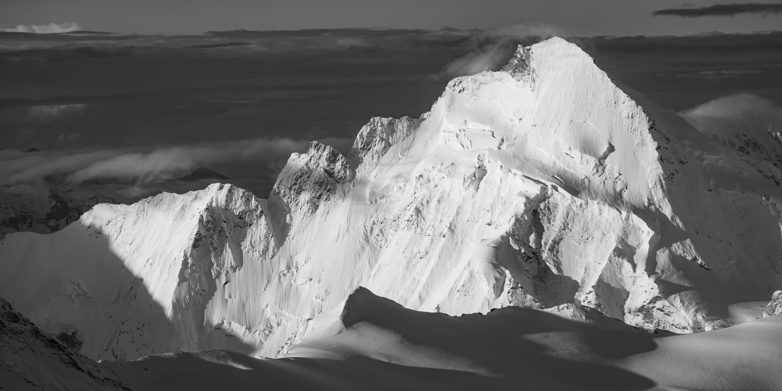 Photo de lever de soleil en montagne panoramique noir et Blanc - Dent D'Hérens