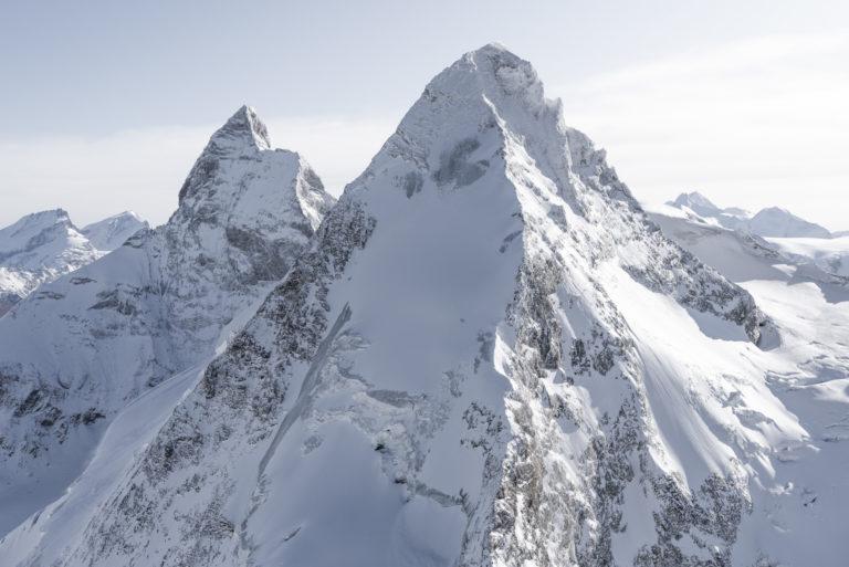 Dent D'hérens Mont Cervin en noir et blanc - image des sommet des alpes suisses