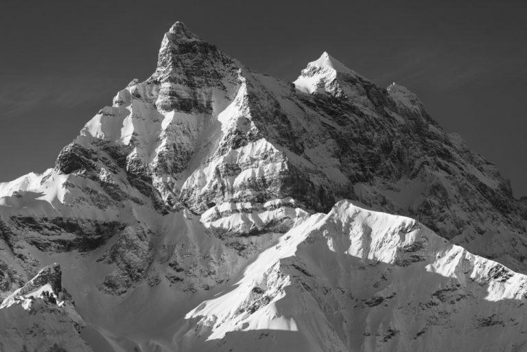 Dents du Midi - image paysage de montagne - Rayons de soleil sur le massif montagneux des Alpes en Suisse