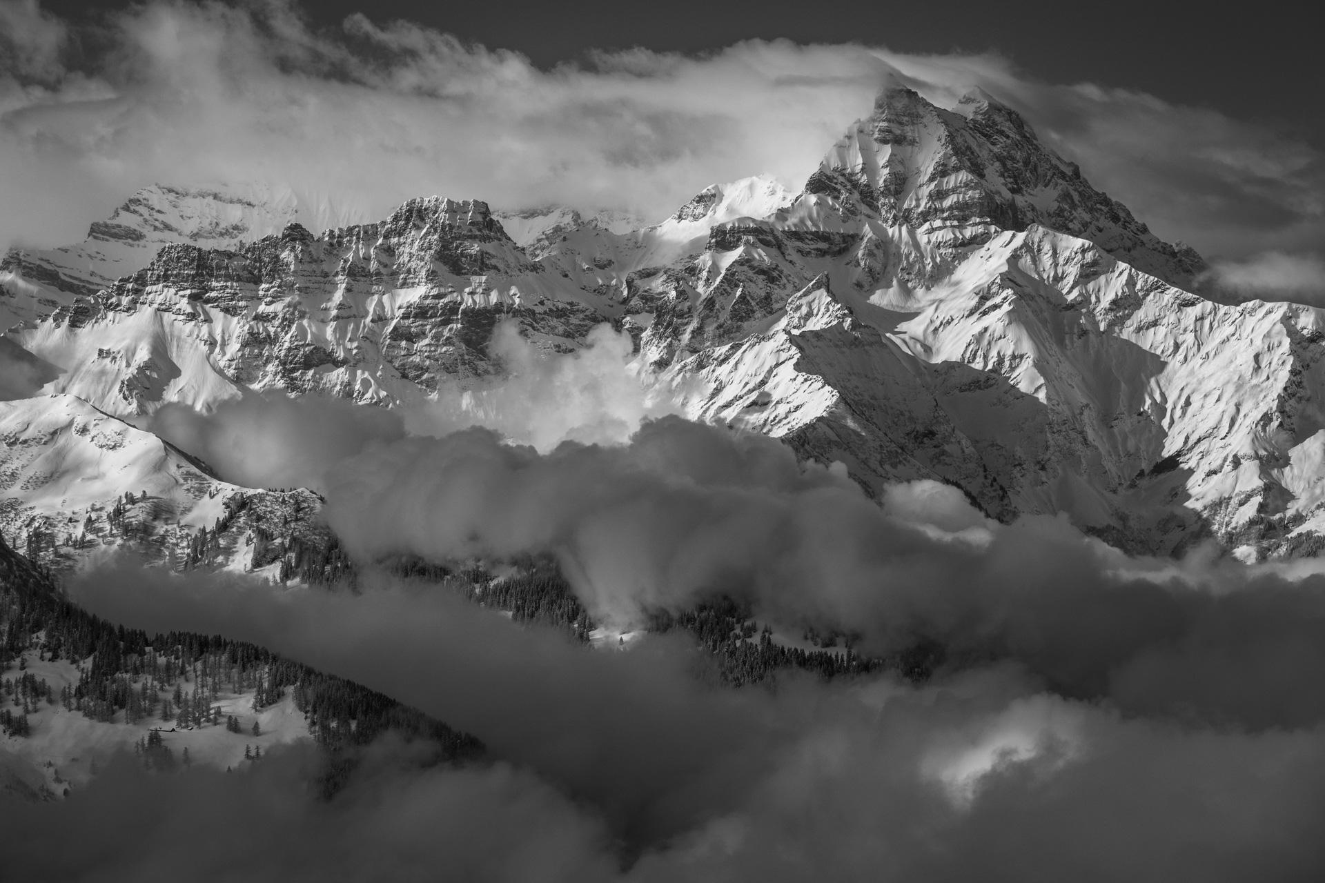 Vue panoramique des massif montagneux des Alpes et  des dents du midi