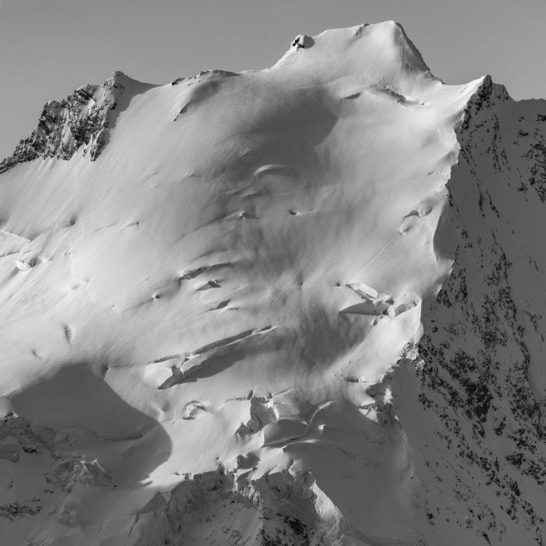 Dom des Mischabels - Tableau photo montagne noir et blanc dans les Alpes en neige
