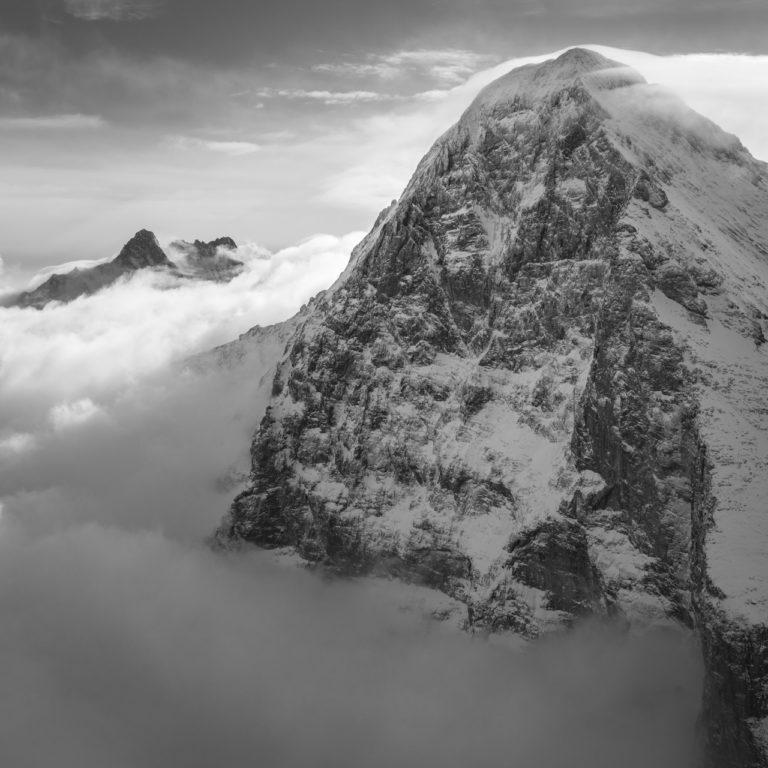 Eiger et sa face nord - image paysage de montagne et de neige noir et blanc
