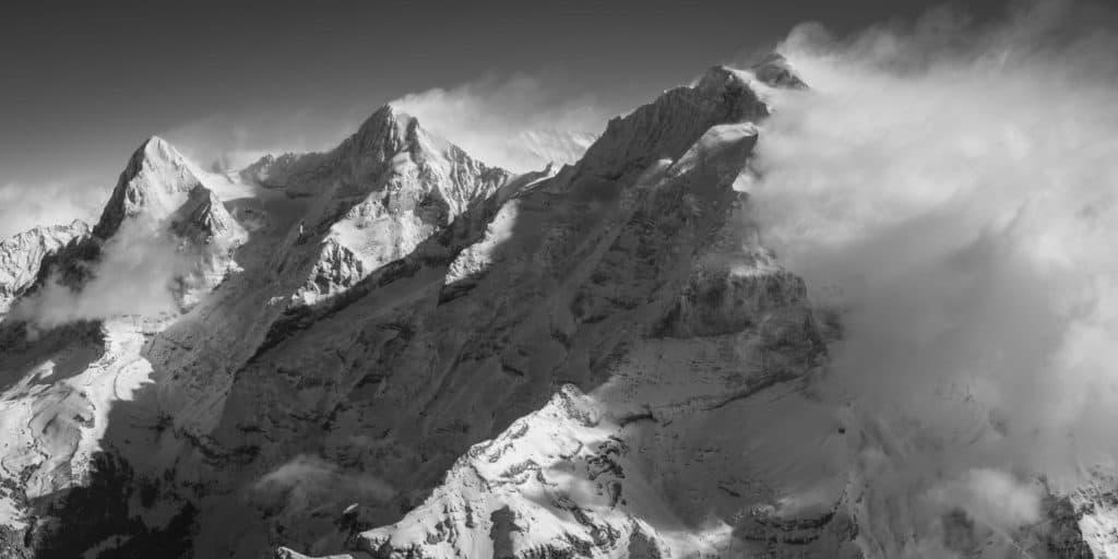 image eiger monch jungfrau - montagne noir et blanc - sommets grindelwald