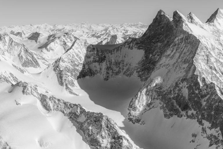 Gabelhorn Fiescher - photo paysage de montagne - massif montagneux des Alpes Bernoises en Suisse