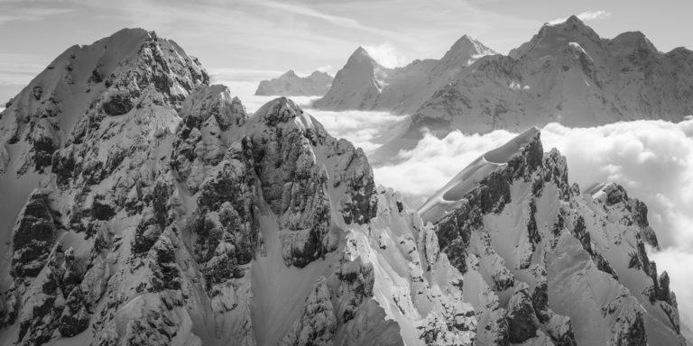 photo des montagnes des alpes bernoises sous la neige à Gspaltenhorn - Eiger - Monch - Jungfrau