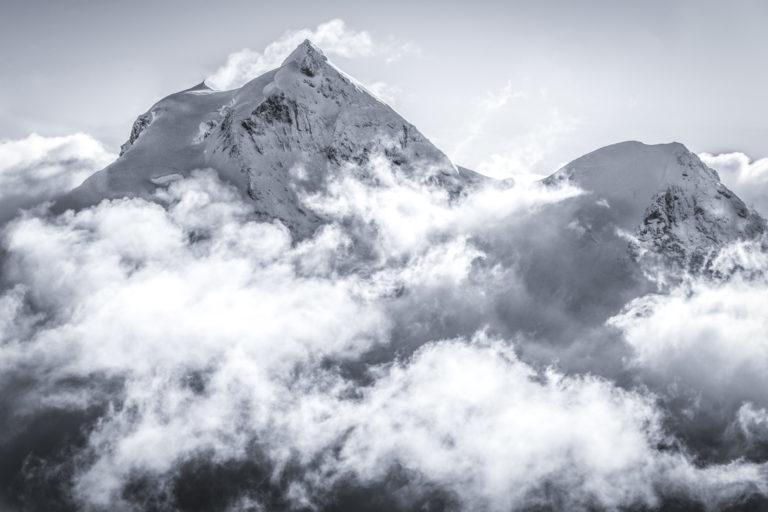 photo Jungfrau Grindelwald Oberland de montagne dans le brouillard