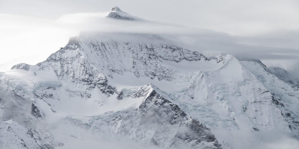 Jungfrau - image d un paysage de montagne - photo de montagne noir et blanc a imprimer