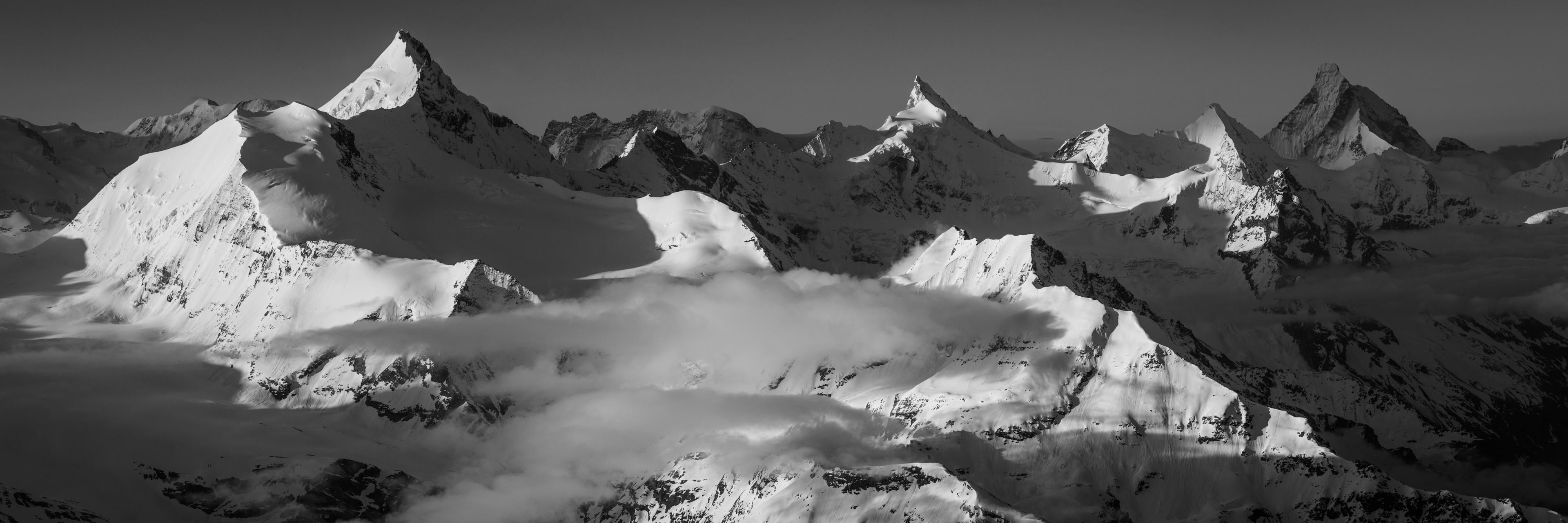 Image montagne Valais suisse - Photo de montagne en noir et blanc Alpes - tableau panorama montagne - photo montagne coucher de soleil