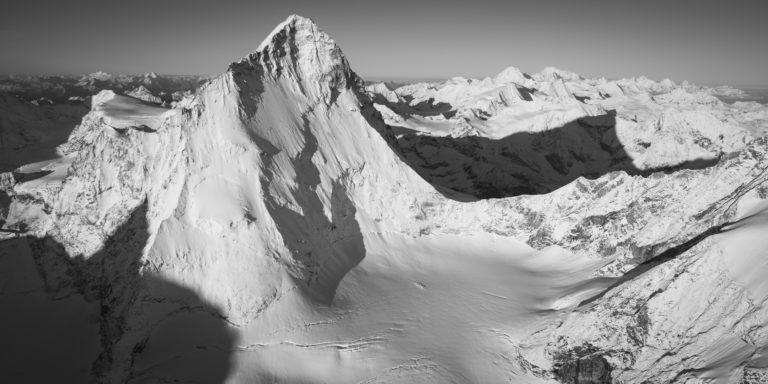 Image montagne noir et blanc les dents blanches alpes - ombre de montagne - sommet de montagne