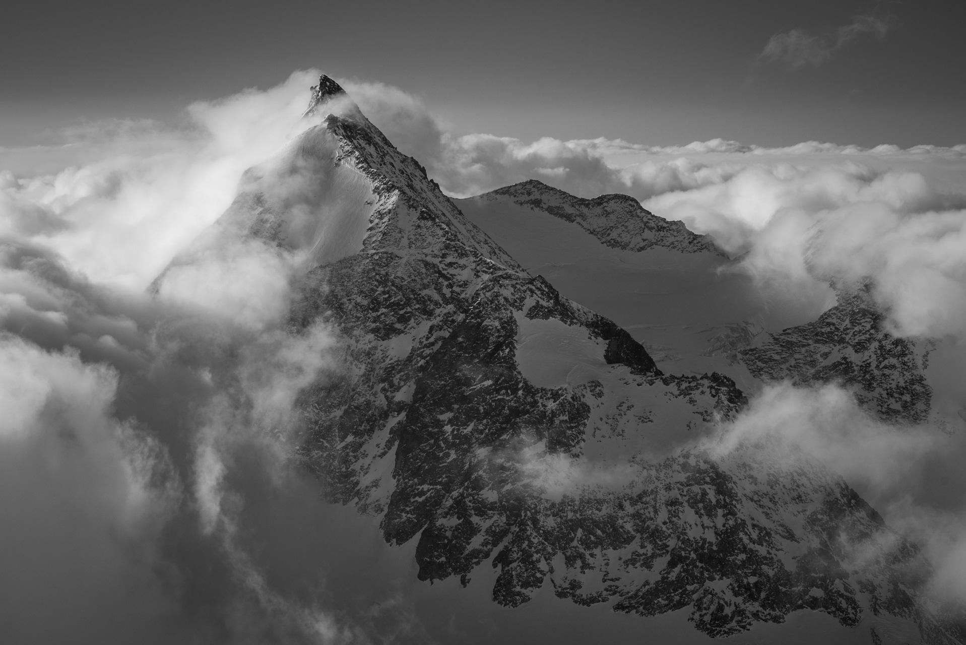 Val d'hérens - Massif des alpes suisses La Singla