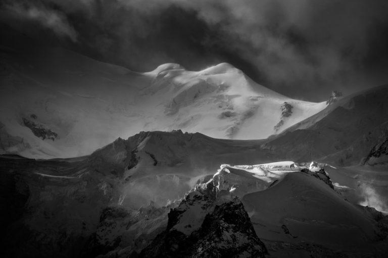 Massif du mont blanc - Les Bosses - photo montagne noir et blanc