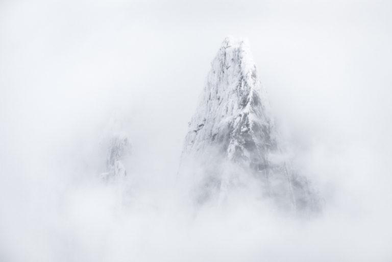 Massif du Mont Blanc Chamonix - Les Drus - Photo noir et blanc du sommet et du pic de montagne des Drux