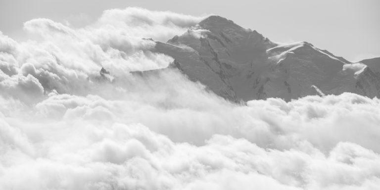 Massif du Mont-Blanc noir et blanc - Panorama de montagne noir et blanc -