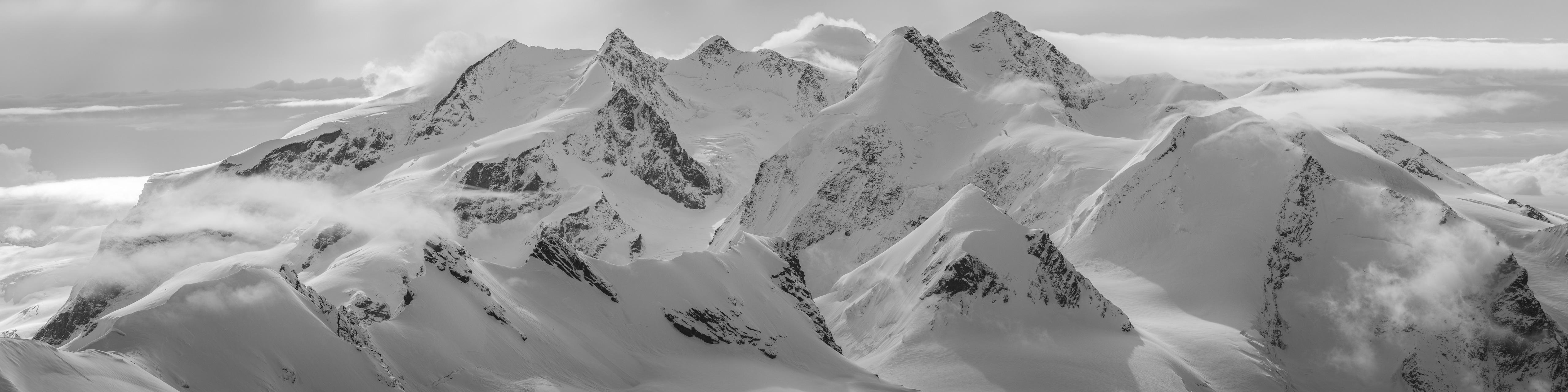 Mont Rose - photo paysage de montagne du Monte Rosa en noir et blanc